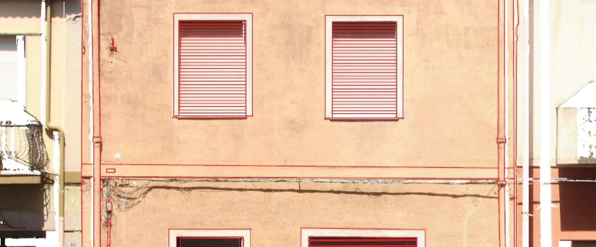 Con l'ausilio dell'immagine si rendono facilmente rilevabili zone di particolare interesse e che presentano, per esempio, colorazioni differenti, parti demolite e parti ripristinate.